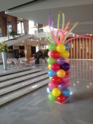 vrolijke ballonpilaar